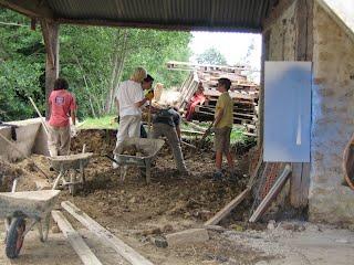 Plusieurs dalles en béton on été réalisées pour  accueillir les nouvelle machines.