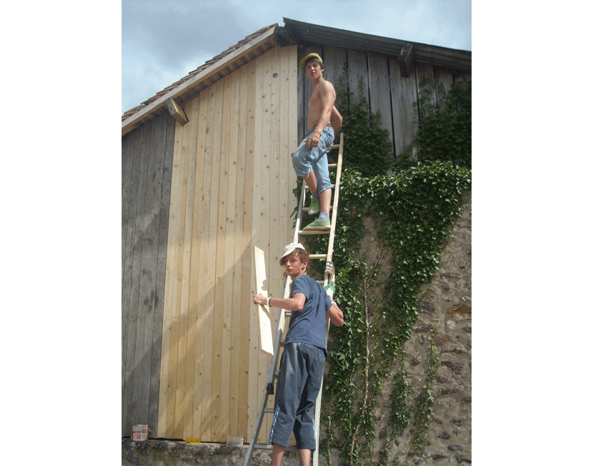Une nouvelle couverture a été construite grâce aux tuiles  récupérées de la toiture du moulin et les murs ont été refait.